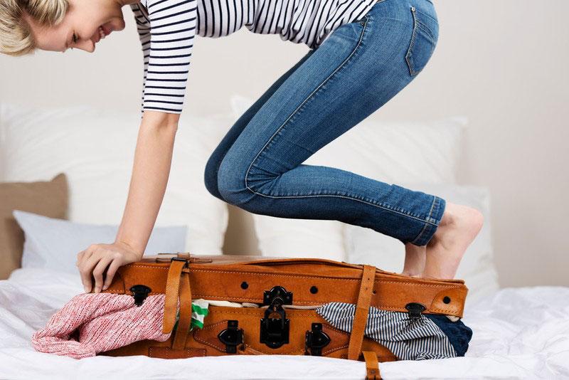 معرفی 12 ترفند ساده برای چیدن وسایل ضروری سفر در چمدون