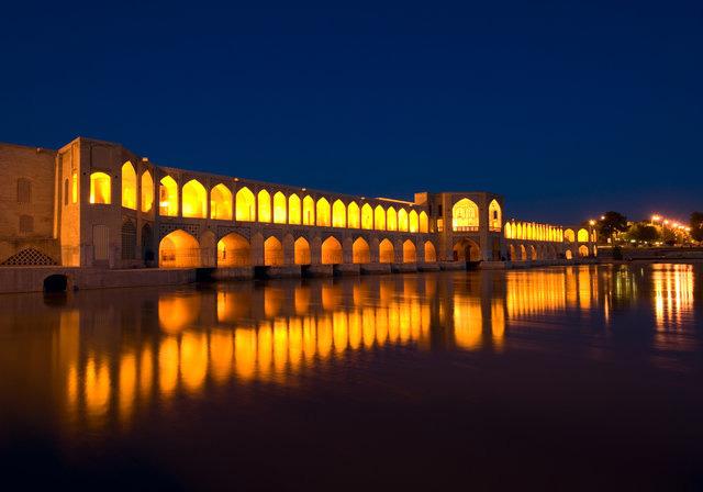 بازدید از معماری پر افتخار ایران قدیم با خرید تور اصفهان
