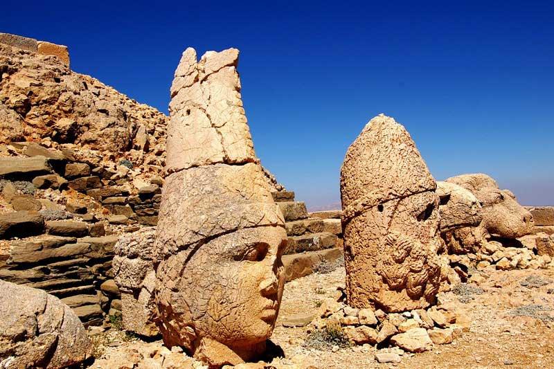 منطقه ی خیره کننده کوه نمرود رو با خرید آنلاین تور ترکیه ببینین